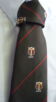 Crested tie