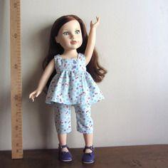 Robe dissymétrique en velours  bleu ciel à fleurs et pantacourt  pour poupées journey girls  toys r us   45 cm