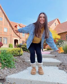 BEARPAW Student Ambassador @presleypolvere shows us her #BearpawStyle for a casual cozy school day ❤️🐻🐾 Shop Virginia: www.bearpaw.com #LiveLifeComfortably #BearpawUniversity