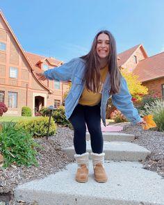BEARPAW Student Ambassador @presleypolvere shows us her #BearpawStyle for a casual cozy school day ❤️🐻🐾 Shop Virginia: www.bearpaw.com #LiveLifeComfortably #BearpawUniversity