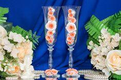 Бокалы молодоженов для свадьбы в персиковом цвете.