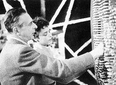 Alexander Alexeieff et Claire Parker. Alxander Alexeïeff, classé dans le cinéma expérimental. Alexeieff et Clare Parker ont inventé la technique de l'écran d'épingles.