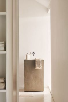 Minimalist bathroom 330099847684341902 - Zara Home, collection automne 2018 – PLANETE DECO a homes world Source by fontanjoel Minimal Bathroom, Modern Bathroom Design, Bathroom Interior Design, Home Interior, Decor Interior Design, Small Bathroom, Bathroom Ideas, Bathroom Taps, Modern Design