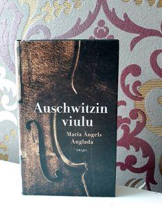 #kirjavinkki   Maria Angels Anglada: Auschwitzin viulu  kustantaja Bazar  Lyhyt, mutta vaikuttava kirja. Viulunrakentaja Daniel tekee puusepän töitä keskitysleirillä. Hän päätyy rakentamaan toiselle vangille, viulunsoittajalle viulun. Keskitysleirin julmuudet ja viulunraknetamisen kauneus vuorottelevat tarinassa.