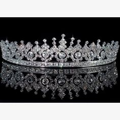 crown tiara Celebrate the regal fashion of Queen Elizabeth II during her anniversary Diamond Jubilee. Channel royal fashion with Queen Elizabeth-inspired fashion! Bridal Crown, Bridal Tiara, Bridal Headpieces, Royal Tiaras, Tiaras And Crowns, Elizabeth Ii, Quinceanera Tiaras, Wedding Tiaras, Wedding Veils
