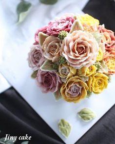 Buttercream Flowers, Buttercream Cake, Buttercream Decorating, Cake Decorating, Blooming Flowers, Beautiful Cakes, Food Photo, Sweet Recipes, Cake Photos