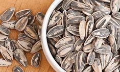 Muitos alimentos prometem curar, emagrecer, desintoxicar, mas nem todos cumprem. Os benefícios da semente de girassol conseguem englobar várias dessas.
