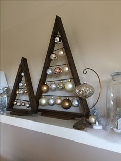 Gorgeous Christmas Living Room Decor Ideas Triangle Ornament Display - Famous Last Words Christmas Wood Crafts, Wooden Christmas Trees, Christmas Projects, Christmas Tree Ornaments, Holiday Crafts, Different Christmas Trees, Snowman Crafts, All Things Christmas, Christmas Time
