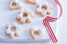 Darinčino vinné cukroví | Apetitonline.cz Czech Recipes, Doughnut, Food And Drink, Menu, Peach, Candy, Baking, Desserts, Building Information Modeling