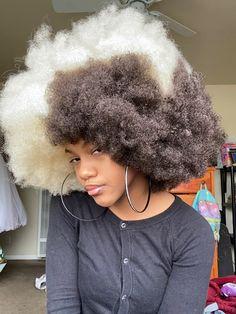 "S M I T T Y 🦋 on Twitter: ""I look so good rn I'm sorry… "" Baddie Hairstyles, Black Girls Hairstyles, Pretty Hairstyles, Braided Hairstyles, Dyed Natural Hair, Pelo Natural, Dyed Hair, Hair Inspo, Hair Inspiration"