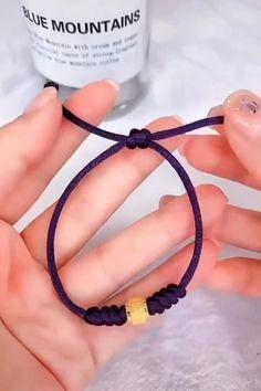 Diy Paracord Armband, Armband Diy, Paracord Bracelets, Ankle Bracelets, Macrame Bracelets, Slip Knot Bracelets, Paracord Ideas, Bracelet Knots, Crochet Bracelet