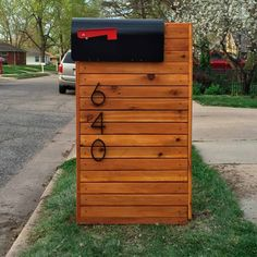Reader Project: DIY Solid Cedar Mailbox Reader Todd Johnson needed to replace his mailbox. Mailbox Makeover, Diy Mailbox, Modern Mailbox, Mailbox Ideas, Mailbox Designs, Cedar Mailbox Post, Mailbox Stand, Garage Makeover, Home Improvement Projects
