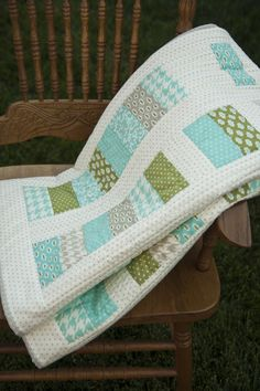 Lella Boutique: Spare Change quilt pattern. Love Bonnie and Camille's Vintage Modern fabric