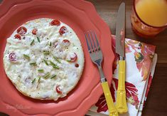 Tomato Mozzarella Egg White Omelet - Lots of flavor, low in carbs and takes just minutes to make. #weightwatchers