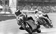 Hockenheim Phil Read in front of Saarinen. Read won the 500 race, Saarinen did not finished because of a broken chain. One week later, Saarinen died in Monza. Mv Agusta, Motogp Race, 50cc, Kustom Kulture, Racing Motorcycles, Vintage Racing, Road Racing, Bobber, Motorbikes