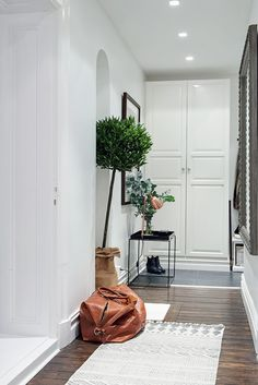 healthy living at home sacramento california jobs opportunities Decoration Hall, Entryway Wall Decor, Hallway Inspiration, Foyer Design, Foyer Decorating, Scandinavian Interior Design, House Entrance, Living At Home, Sweet Home