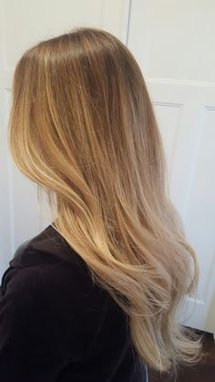 Blonde balyage. Ombre. Babylights. Honey blonde