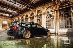 We should warn you that the adjacent photos contain an incredibly high level of sugar or whatever ingredient is used to produce eye candy. What we have here is an BMW Touring with a slammed, clean appearance. Wagon Cars, Bmw Wagon, E91 Touring, E60 Bmw, New Bmw 3 Series, Sports Wagon, Bmw Love, Car Pictures, Car Pics