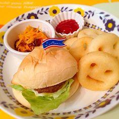 今日はチーズバーガーで。 - 16件のもぐもぐ - 今日の息子ランチ*ハンバーガープレート by cherrycoke37
