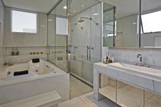 Banheiros decorados: 100 ideias elegantes (Tendências 2018) Gym Design, House Design, Interior And Exterior, Interior Design, House Goals, Dream Rooms, Bathroom Interior, Corner Bathtub, My Room