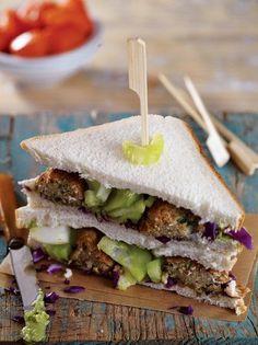 Club sandwich με κεφτέδες από φακές και κινόα - www.olivemagazine.gr Little Chef, Street Food, Finger Foods, Vegan Recipes, Vegan Food, Sandwiches, Food And Drink, Burgers, Salad