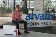 """Wir beginnen unsere """"Türchen-Tour"""" bei Marian Komischke.  Er betreut einen der größten Kunden des Kataloggeschäfts bei Mohn Media. Sein nächster Karriere-Schritt ist schon geplant: Im Sommer 2013 möchte er das duale Studium bei Bertelsmann beginnen!"""