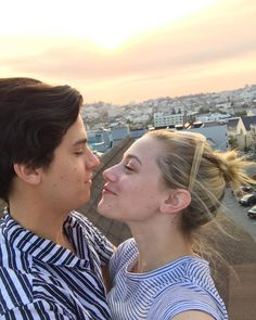 did Cole Sprouse & Lili Reinhart split up? - Wait, did Cole Sprouse & Lili Reinhart split up? -Wait, did Cole Sprouse & Lili Reinhart split up? - Wait, did Cole Sprouse & Lili Reinhart split up? Sprouse Cole, Cole Sprouse Funny, Cole Sprouse Jughead, Cole Sprouse Snapchat, Dylan Sprouse, Lily Cole, Justin Timberlake, Bughead Riverdale, Riverdale Funny