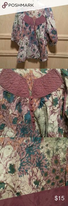 Floral top Always get compliments but no longer want Urban Outfitters Tops Blouses