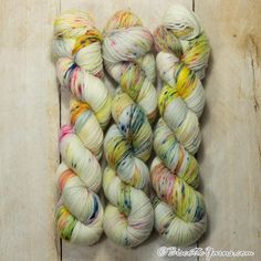 Visit our store now for your sleckled hand-dyed yarns. Biscotte Yarns provides speckled hand-dyed yarns for knitting enthusiasts. Knitting Needles, Knitting Yarn, Knitting Patterns Free, Free Knitting, Lots Of Socks, Sock Yarn, Hand Dyed Yarn, Needles Sizes, Mittens