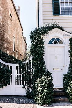 Here is the ultimate 48 Hour Charleston Itinerary for your viewing and using pleasure. It has the best spot to stay, where you have to eat and what to do. Exterior Design, Interior And Exterior, Welcome To My House, House Goals, Humble Abode, Architecture, My Dream Home, Curb Appeal, Future House