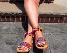 """Hechas a mano sandalias griego, multi, perlas y tela étnica color """"INDIA"""" de pom pom"""