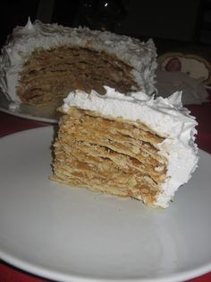Dulce de leche cake - Alfajor Rogel  http://decoraciondemabel.blogspot.com.es/2012/01/alfajor-rogel-mil-hojas-de-dulce-de.html