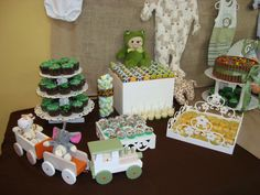 Decoração, bolo kitkat e docinhos feitos pela mamãe, salgadinhos feitos pelas vovós <3