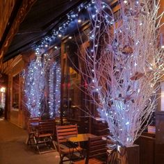 paris restaurant holiday decor