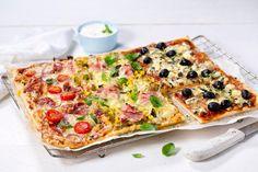 Del pizzaen i flere felt, så får alle det fyllet de liker best. Her har vi brukt chorizo, pesto og normanna på en og samme pizza.