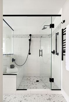 White and marble tile walk-in shower with matte black shower fixtures Bad Inspiration, Bathroom Inspiration, Master Bathroom Shower, Bathroom Shower Remodel, Walk In Bathroom Showers, Tile Walk In Shower, Tile Showers, Shower Floor Tile, Bathroom Vanities
