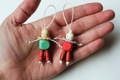 Inspired by vintage crib toys: A little wooden bead friend for Arthur's Birthday Bear! Hat Crafts, Diy And Crafts, Arts And Crafts, Wooden Crafts, Girl Scout Swap, Girl Scouts, Worry Dolls, Girl Scout Crafts, Clothespin Dolls