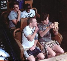 These Splash Mountain Pictures Are Hilarious - funny photo hilarious Funny Disney Pictures, Disney World Pictures, Funny Photos, Disney World Fotos, Stupid Funny Memes, Haha Funny, Hilarious, Memes Humor, Roller Coaster Pictures