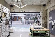 FREITAG Store Tokyo Shibuya « TORAFU ARCHITECTS トラフ建築設計事務所