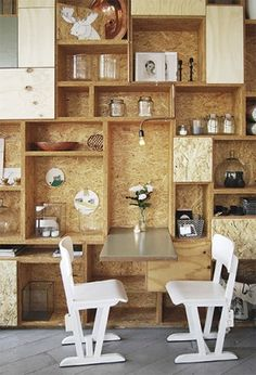 OSB desky materiál lze využít i pro výrobu nábytku s originálním vzhledem