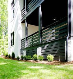 How to Install Horizontal Deck Skirting - Plank and Pillow Side Deck, Front Deck, House Front, Front Porch, Horizontal Deck Railing, Patio Railing, House Skirting, Deck Skirting, Craftsman Style Porch