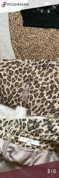 LOFT Cheetah Print Straight/Pencil Skirt Sz 12 Ann Taylor LOFT Cheetah Print Straight/Pencil Skirt  Size 12  EUC with no stain, rips, holes or smells. All items come from a smoke free home.   Please feel free to ask any questions. LOFT Skirts Pencil