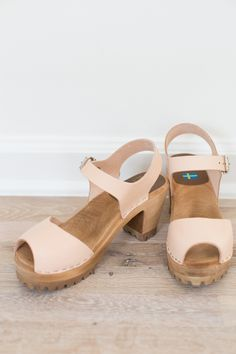 These beauties are the real deal, and are made in Sweden. This natural leather color is beautiful, with just a slight hint of blush. Open toe, 3 inch heel, 1 inch platform Fit true to size!