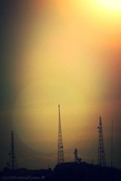 Antenas en el cerro el Milagro al atardecer