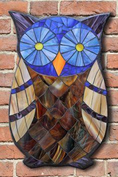 Student Work from a Kasia Mosaics Stained Glass Mosaic Owl Workshop - Owl Mosaic by Galina. Mosaic Crafts, Mosaic Projects, Stained Glass Projects, Stained Glass Patterns, Mosaic Patterns, Stained Glass Art, Owl Mosaic, Mosaic Birds, Mosaic Art