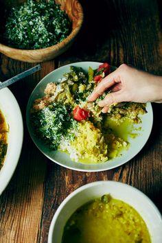 スリランカの豆カレー 材料(2人分) 赤レンズ豆:120g 玉ネギ:1/3個 ニンニク:1/2片 青唐辛子:1本