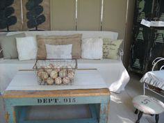Love this collection filled vintage sunroom - that coffee table! eclecticallyvintage.com