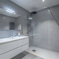 For noen Bathroom With Shower And Bath, Laundry Room Bathroom, Bathroom Renos, Bathroom Layout, Bathroom Renovations, Small Bathroom, Modern Bathroom Design, Bathroom Interior Design, Bathroom Styling