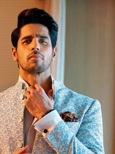 Grooming notes: 6 best hairstyles for men we found in Bollywood movies Indian Celebrities, Bollywood Celebrities, Bollywood Actress, Handsome Celebrities, Bollywood Stars, Bollywood Fashion, Wedding Dress Men, Sr K, Indian Star