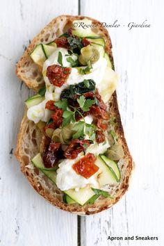 Sun-Dried Tomatoes, Grilled Zucchini & Mozzarella Salad / Bruschetta | Apron and Sneakers
